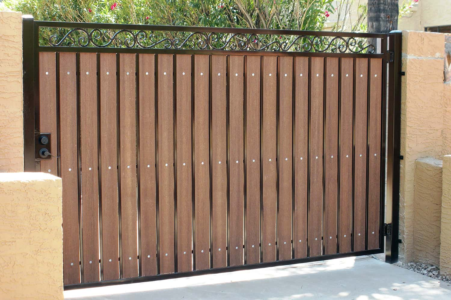 Driveway gate examples sun king fencing gates for Single wooden driveway gates