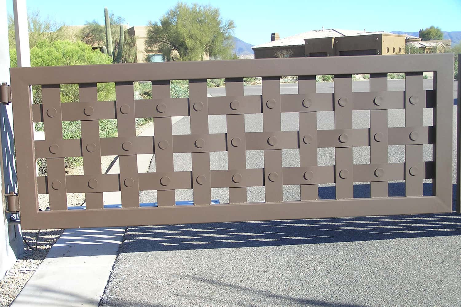 Decorative Driveway Gate with Basket Design